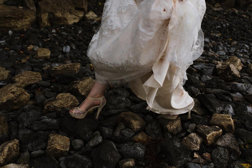 bride-heels-on-beach-10©_Elisabeth-Waller.jpg