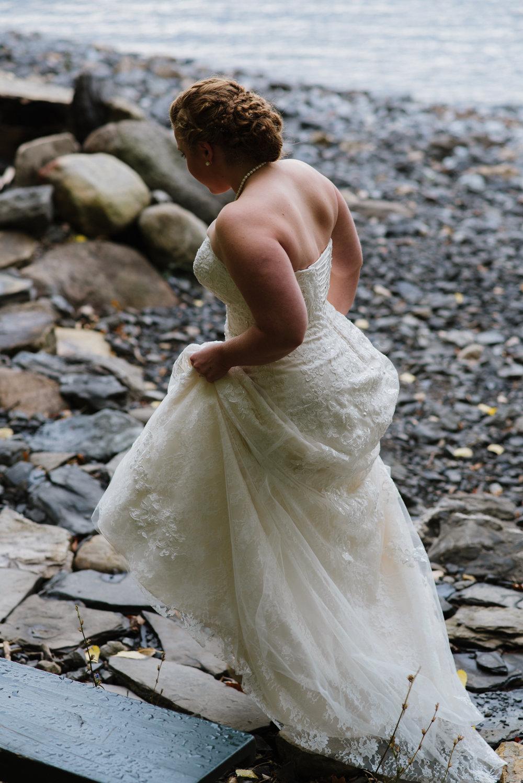 bride-on-beach-4©_Elisabeth-Waller.jpg