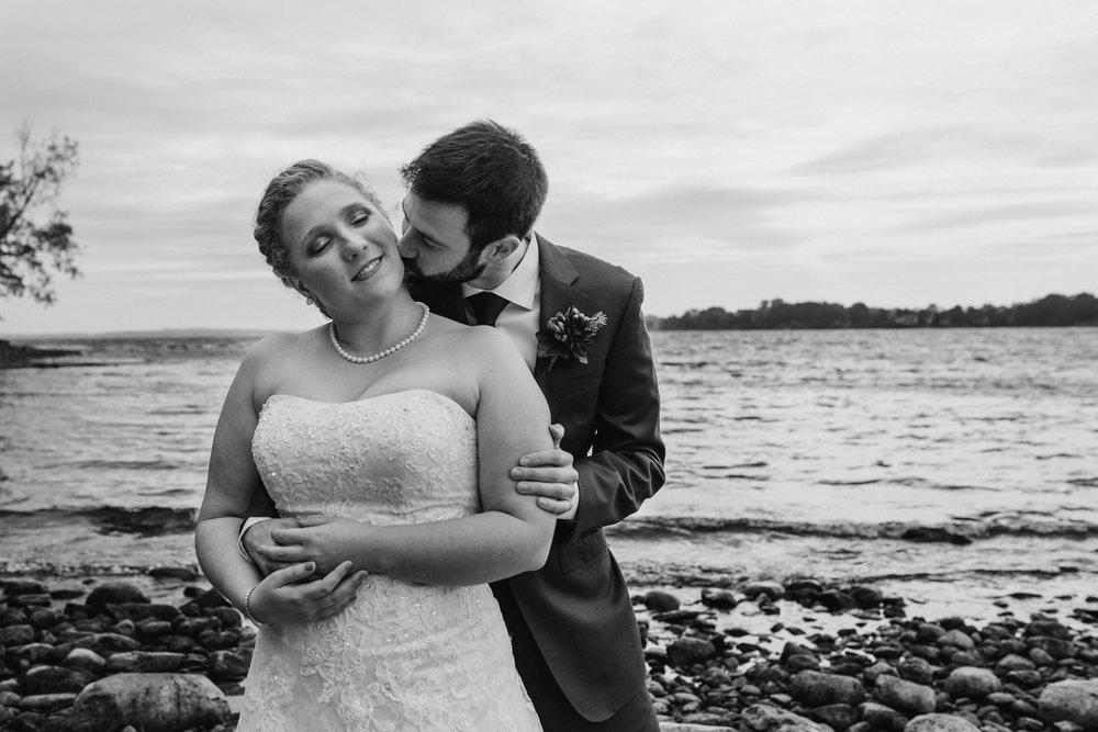 bride-groom-on-beach-black-white-8©_Elisabeth-Waller.jpg