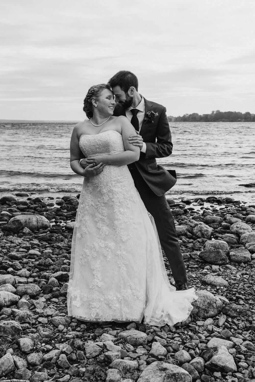 bride-groom-on-beach-black-white-7©_Elisabeth-Waller.jpg