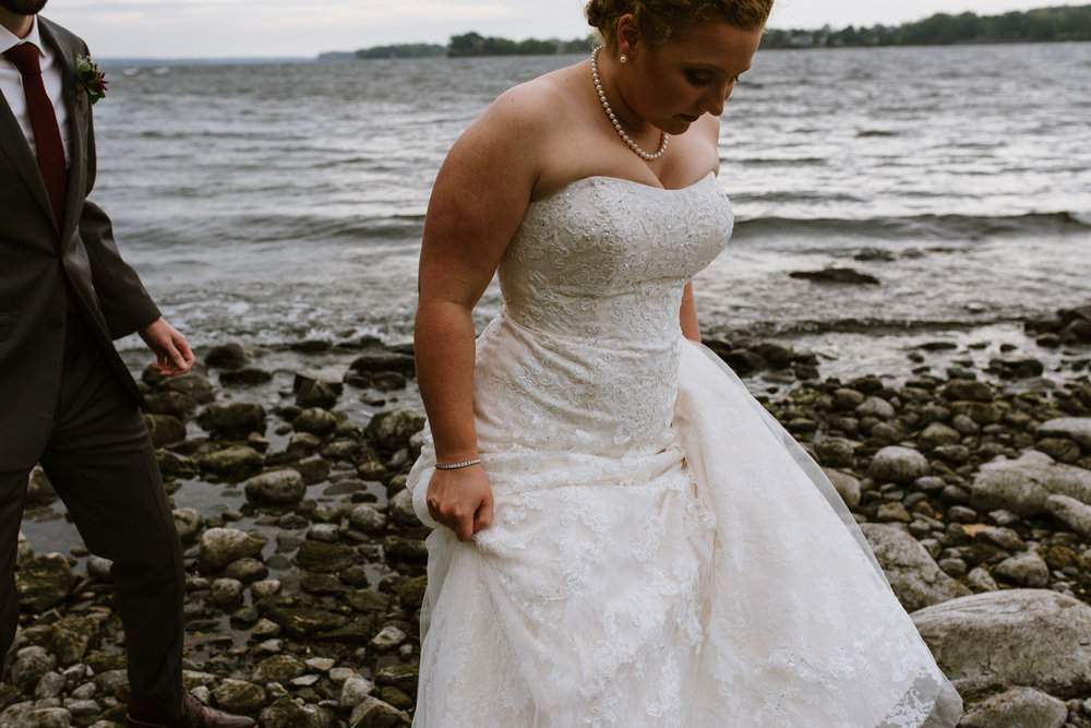 bride-groom-on-beach-41©_Elisabeth-Waller.jpg