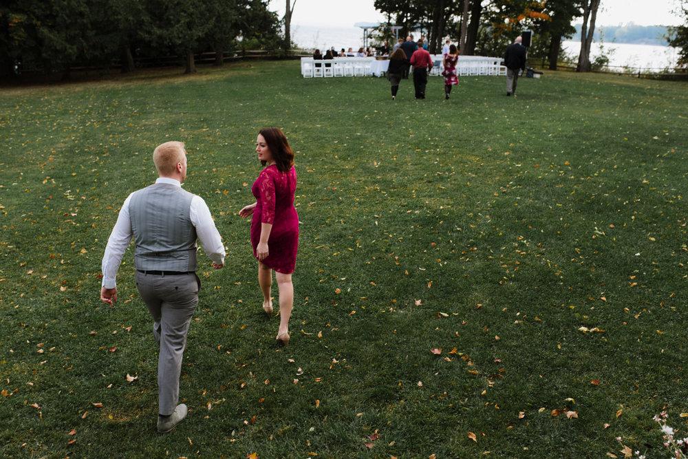 couple-walking-to-wedding-42©_Elisabeth-Waller.jpg