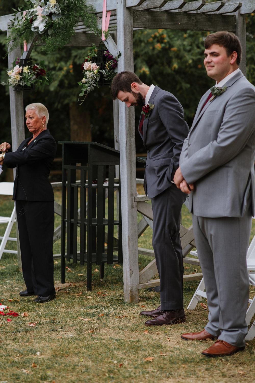 groom-waiting-wedding-14©_Elisabeth-Waller.jpg