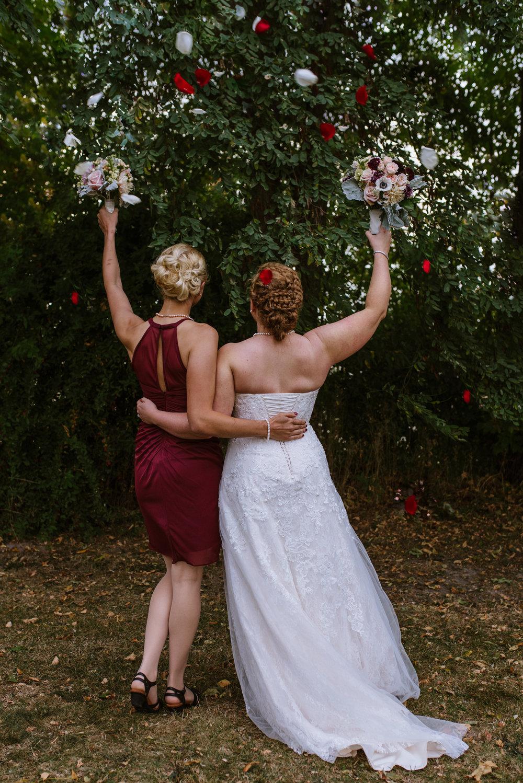 bride-and-maid-of-honor-rose-petals23©_Elisabeth-Waller.jpg