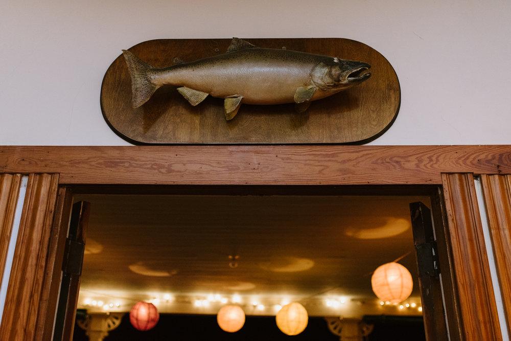 fish-on-wall-at-wedding-reception-24©_Elisabeth-Waller.jpg