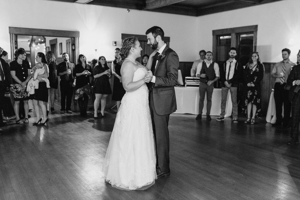 bride-groom-dancing-43©_Elisabeth-Waller.jpg