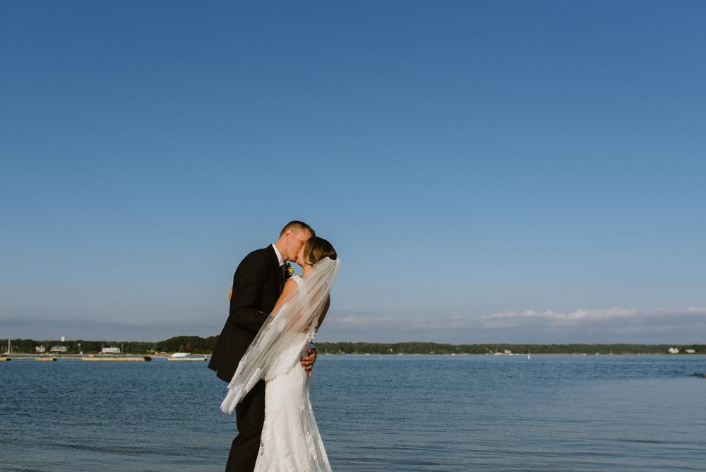 bride-groom-couple-kissing-on-beach-wedding-photographer-vermont-©Elisabeth-Waller.jpg