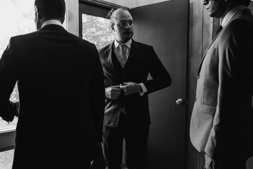 groom-and-men-getting-ready-wedding-photographer-vermont-stowe-destination-©Elisabeth-Waller.jpg