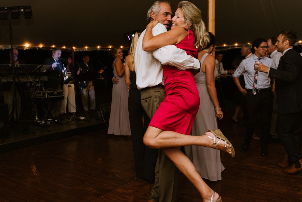 couple-dancing-at-reception-wedding-photographer-vermont-©Elisabeth-Waller.jpg