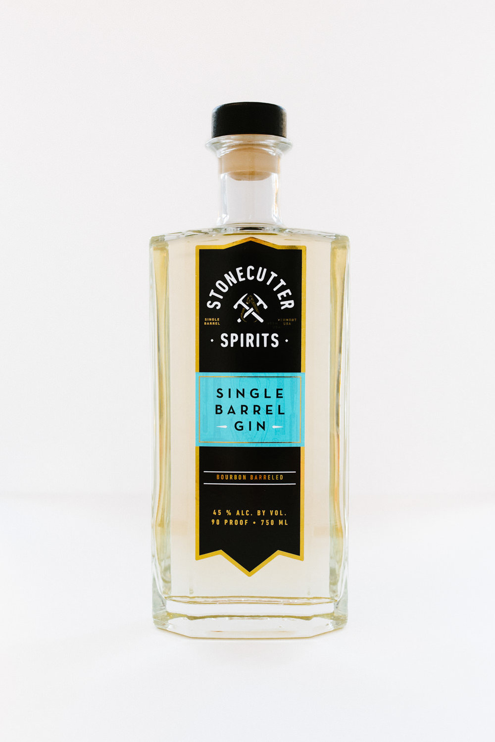 commercial-editorial-brand-photographer-vermont-41©-Elisabeth-Waller-gin-stonecutter-spirits-bottle.jpg