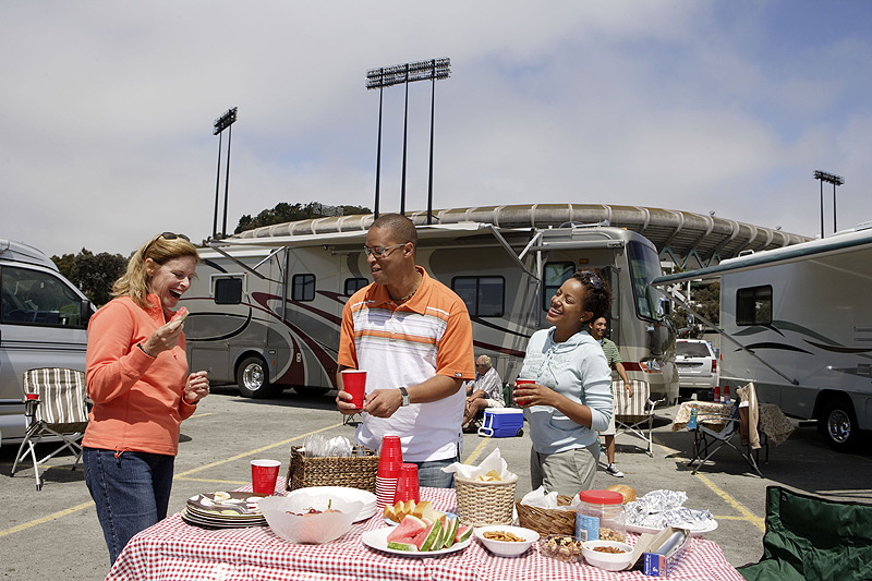 Tailgatingwithgroup-web.jpg