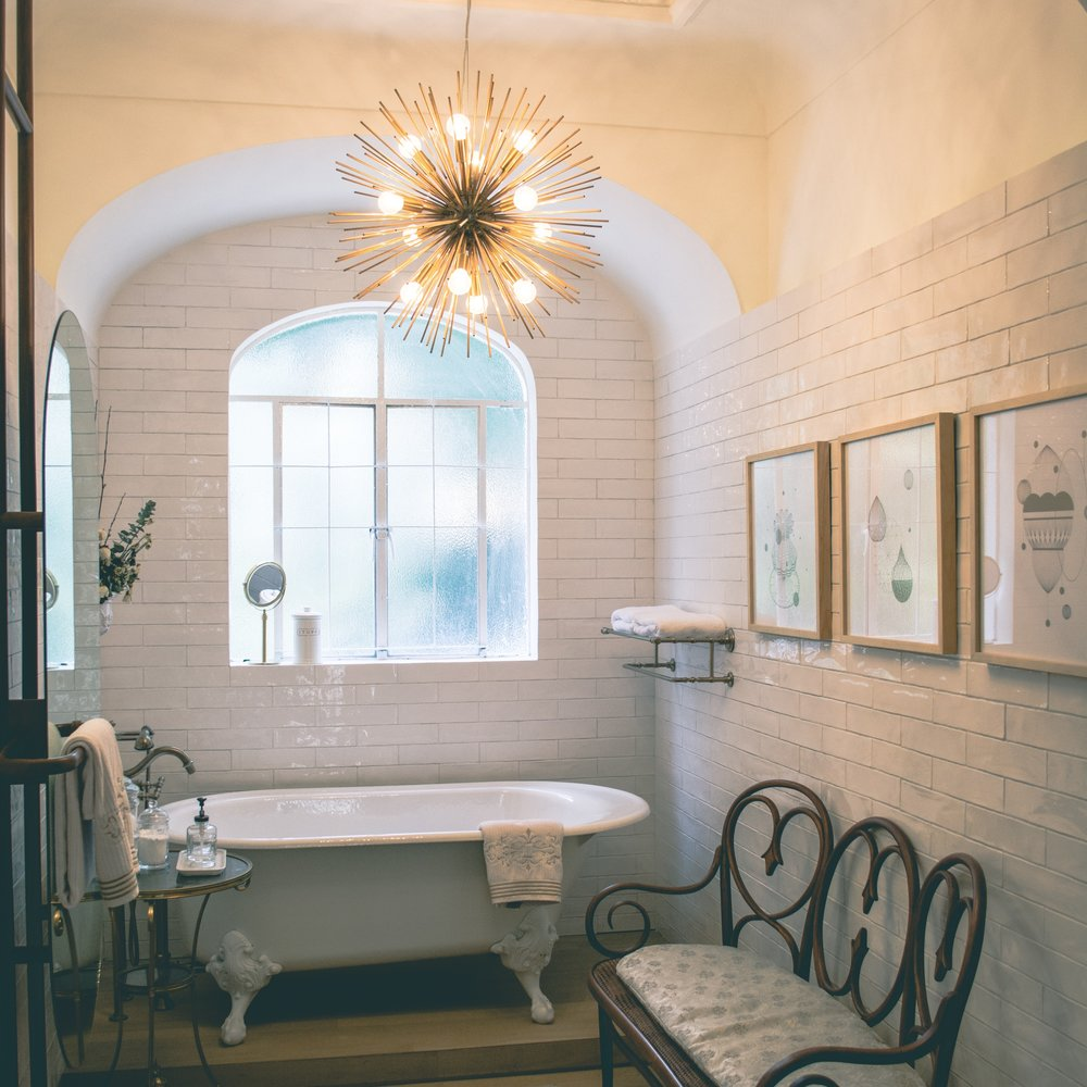 architecture-bathroom-bathtub-1370763.jpg