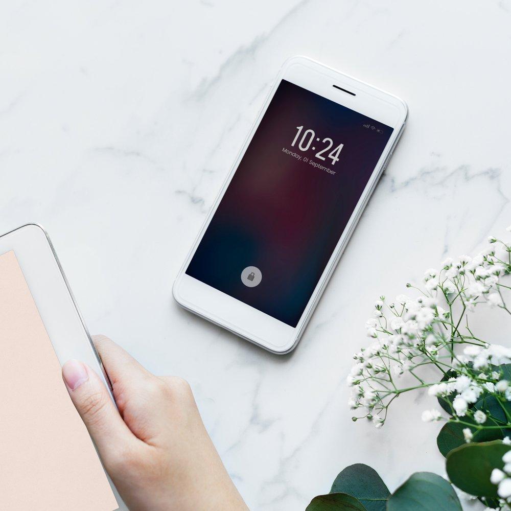 devices-electronics-flatlay-884447 (1).jpg