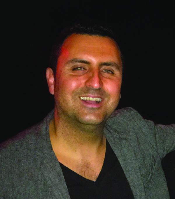 Navid Headshot.jpg