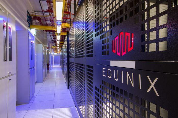 equinix-sy4-colocation-hall_1.jpg