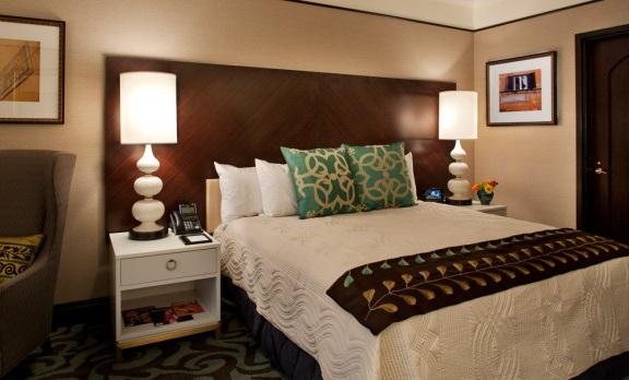 Casino Del Sol Suite 1.jpg