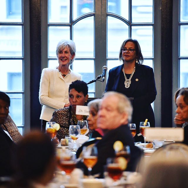 Congresswoman Robin Kelly and Secretary Kathleen Sebelius speaking to a room full of inspiring women (and a few brave men). Thank you to everyone who supported this year's Delicate Balance Chicago Luncheon! 📷: @chrisdilts