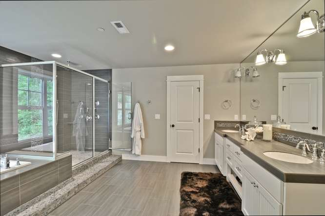 [photo 999943] Master Bathroom.jpg