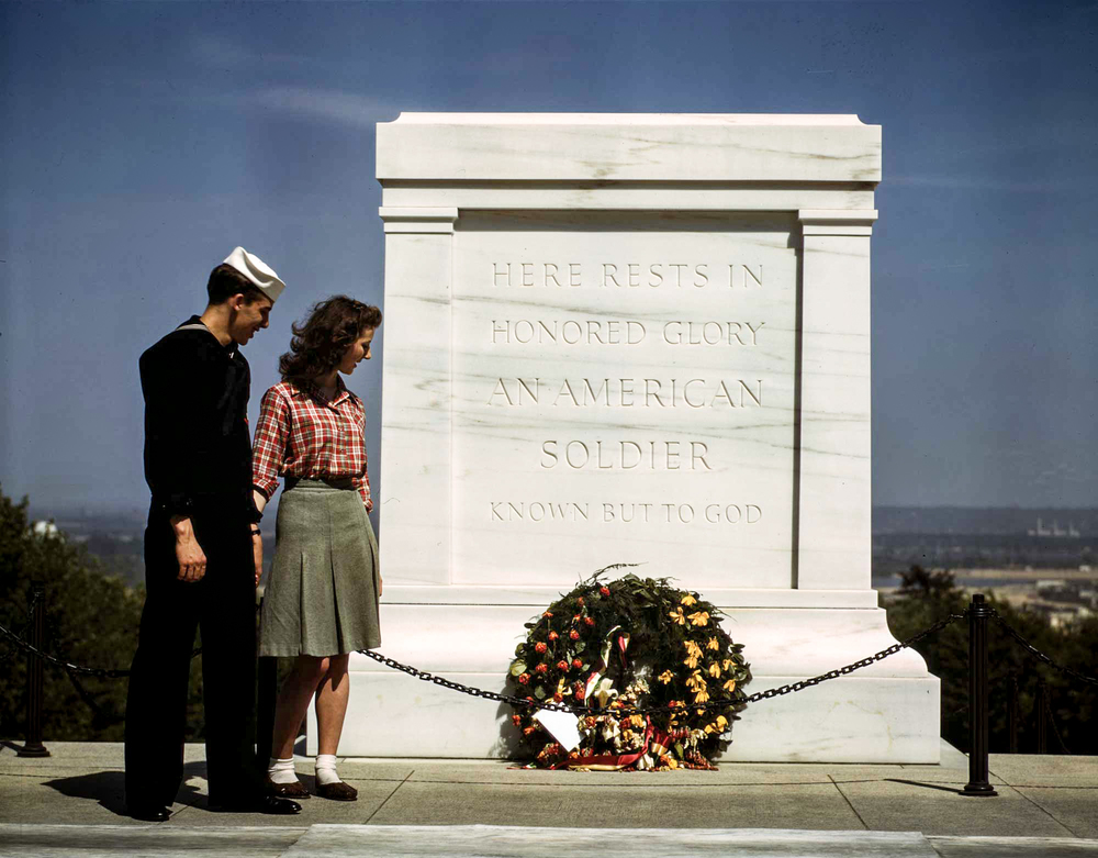 Tomb of the Unknown Soldier, U.S. Navy sailor & woman, May 1943