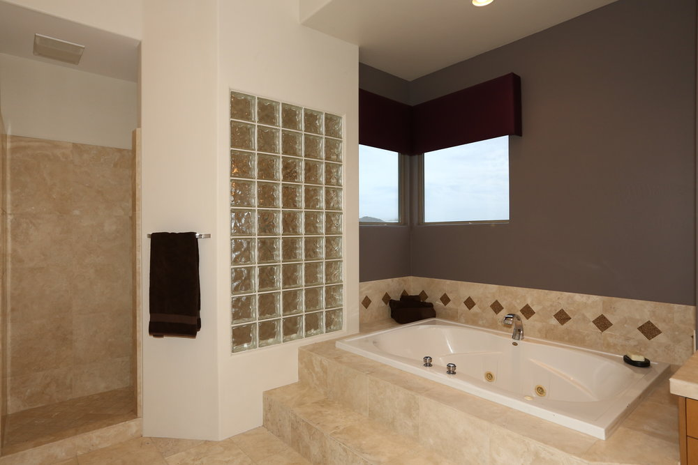 Master Bath-Jetted Tub.JPG