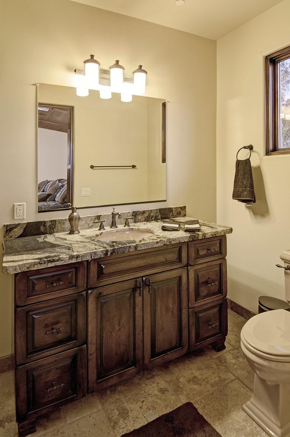 7112_e_wildcat_drive_MLS_HID853843_ROOMcasitabathroom.jpg