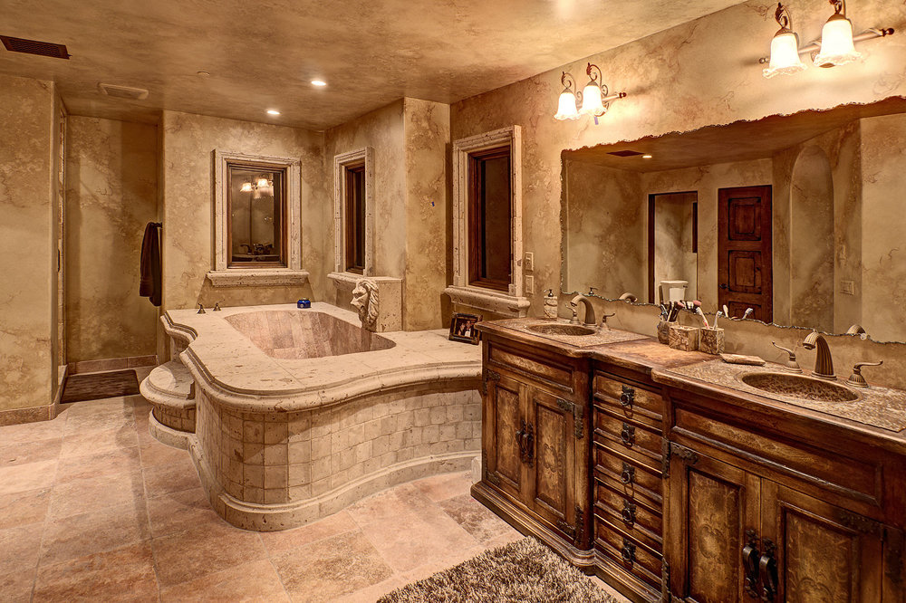 7112_e_wildcat_drive_MLS_HID853843_ROOMmasterbathroom.jpg