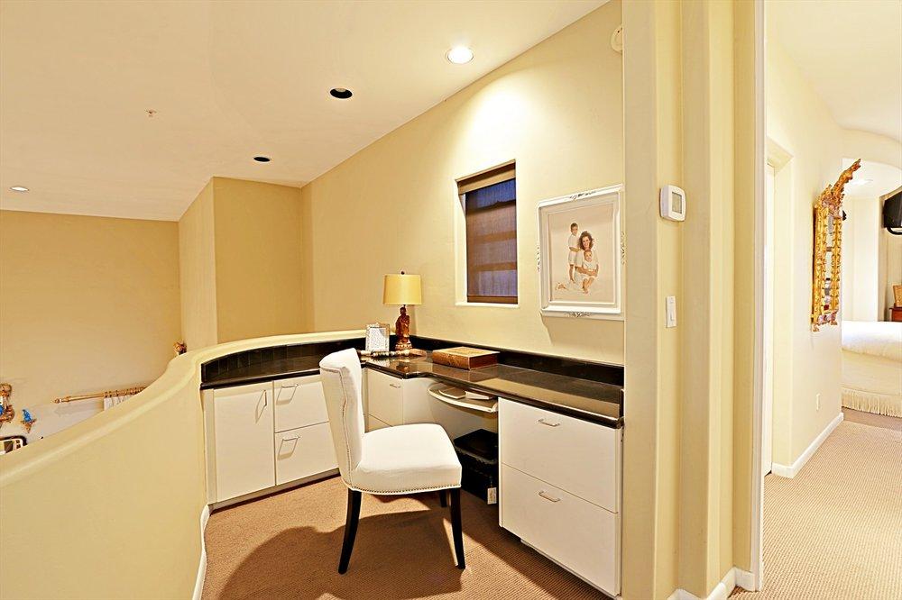 Desk Area.jpg