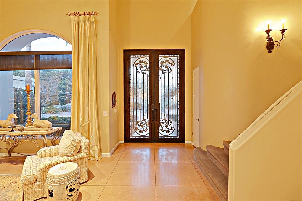 Foyer 1.jpg