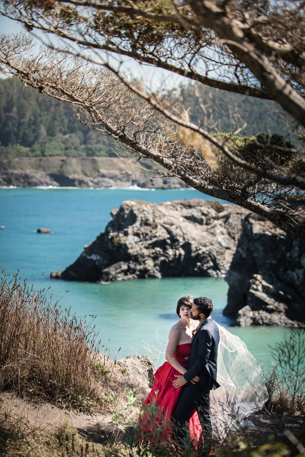 mendocino_redweddingdress_realwedding_couple