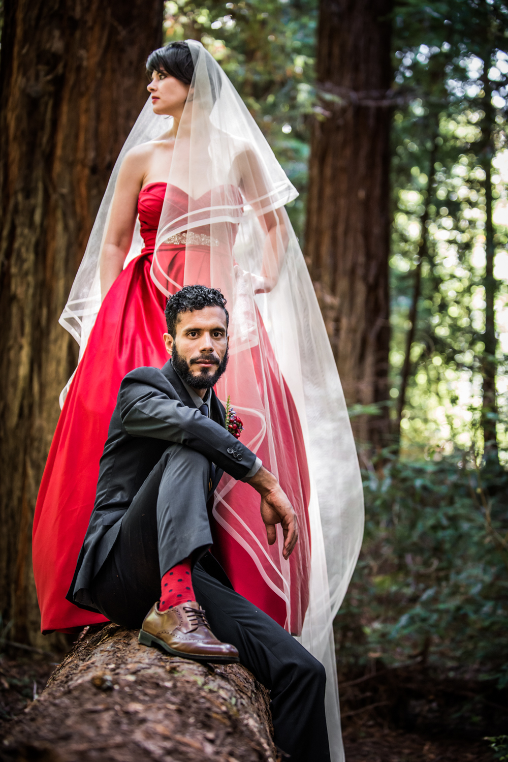 mendocino_redweddingdress_redwoods_realwedding
