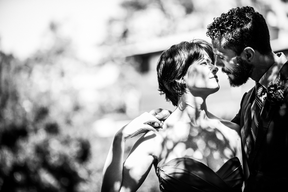 mendocino_redweddingdress_couple_bw_shadows