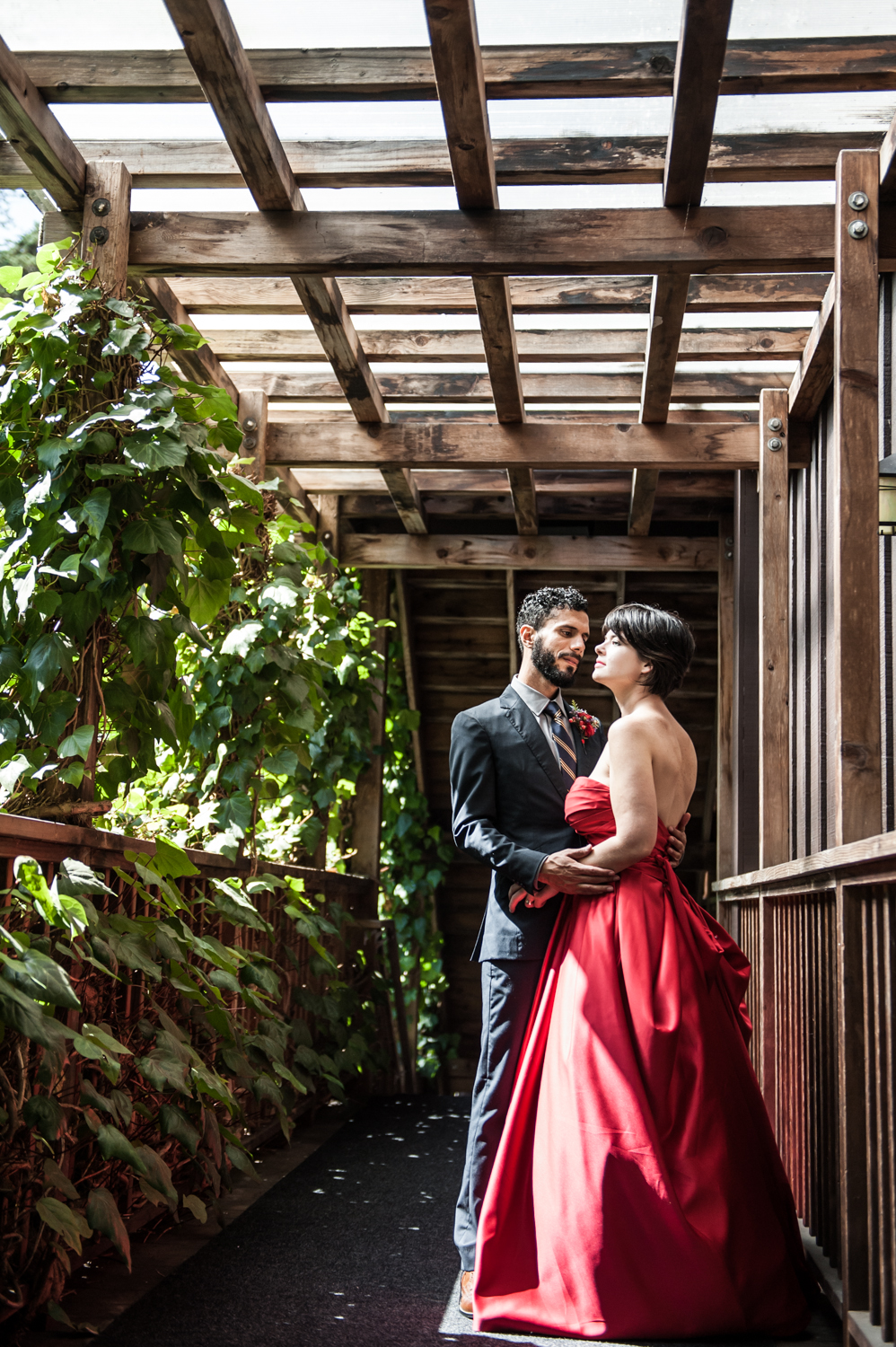 stanfordinn_mendocino_redweddingdress_realwedding