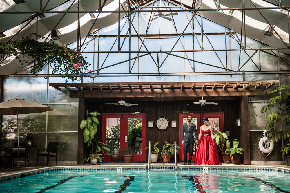 stanfordinn_mendocino_pool_redweddingdress_realwedding