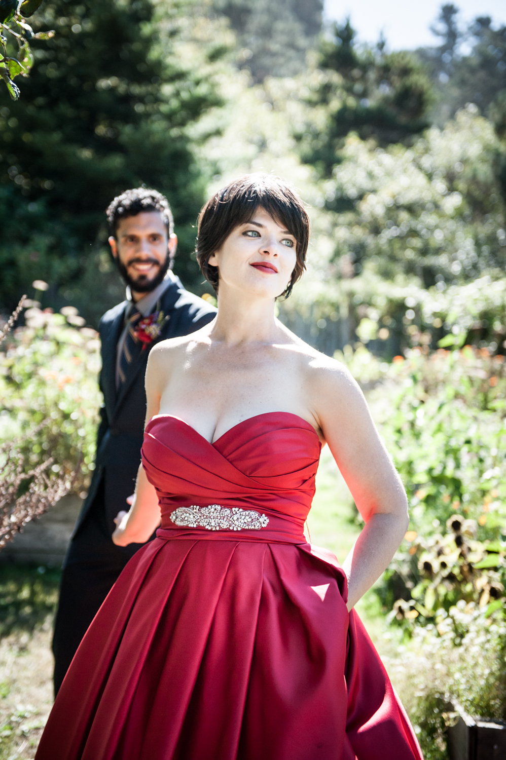 stanfordinn_realwedding_redweddingdress_couple