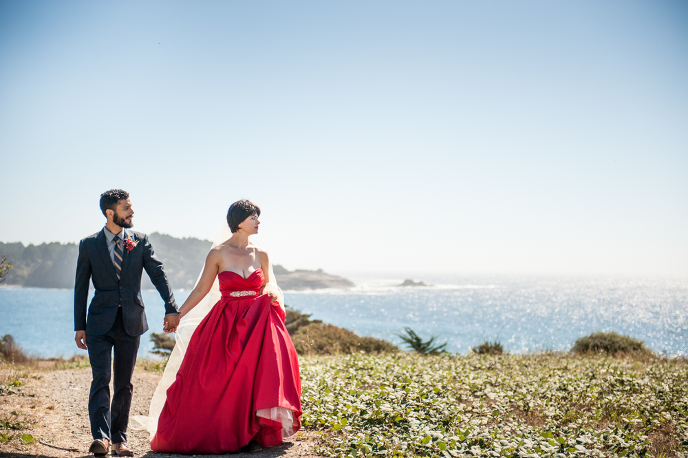mendocino_redweddingdress_couple_ocean