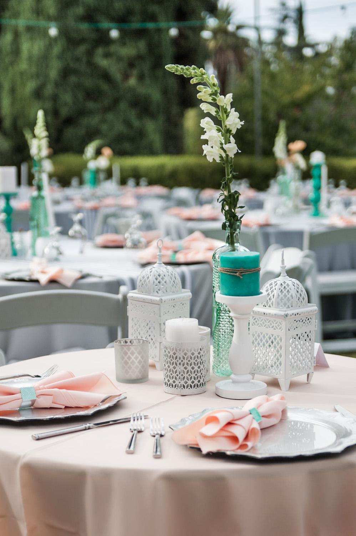 diy_realwedding_centerpiece_tabledesign_backyardwedding_redlands