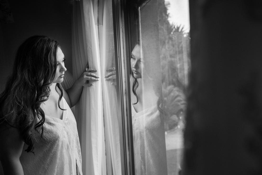 bride_bw_window_reflection_gettingready_redlands