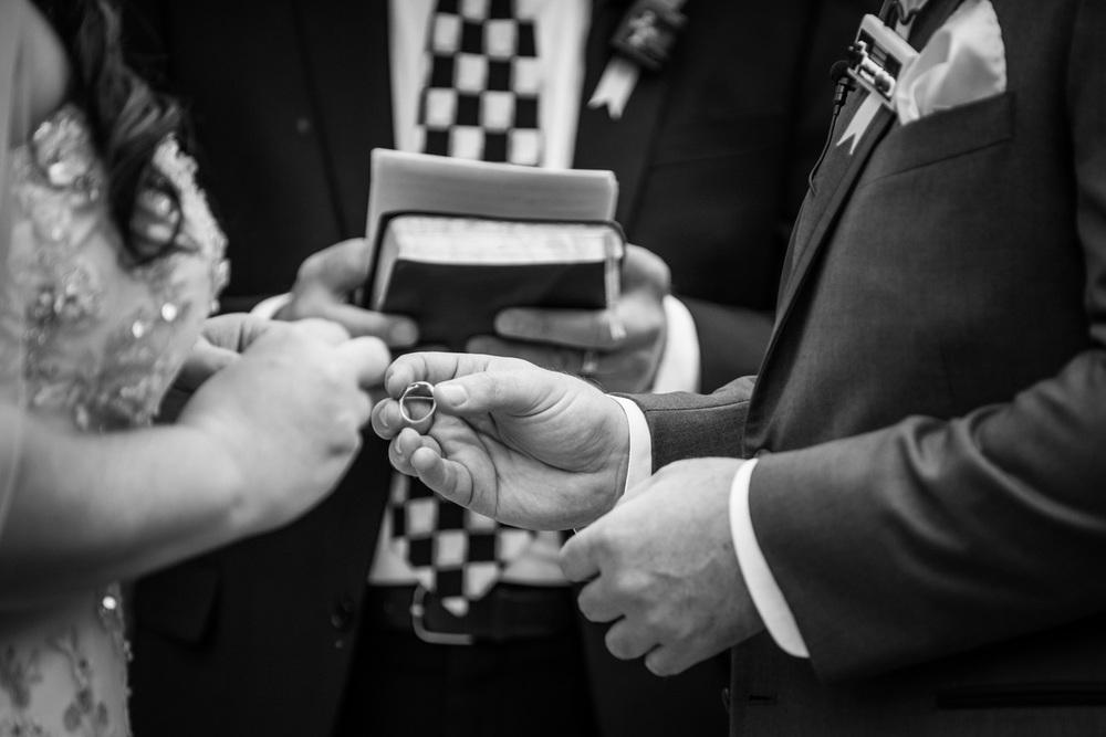 diy_realwedding_ring_ceremony_bw_redlands