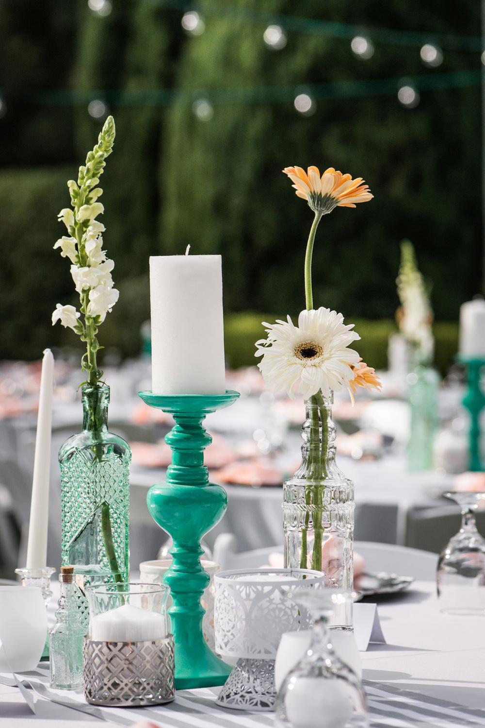 diy_realwedding_candle_centerpiece_backyard_table_ turquoise