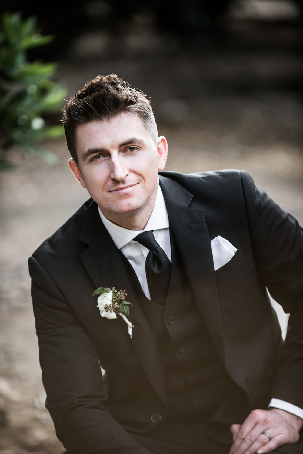 groom_ boutonniere__prospectpark_blacksuit
