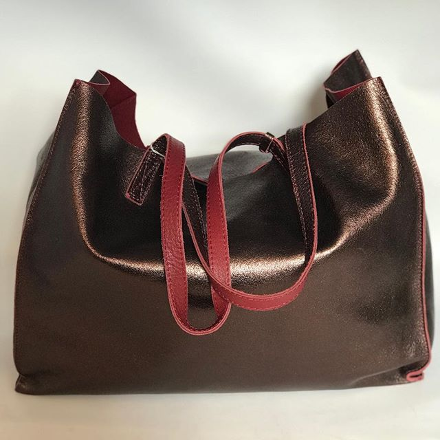 Incredible Italian leather handbag in an amazing metallic burgundy - £149 #designer #handbag #handbagporn #preloved #handbagaddict #forsale #leather #italianleather #getitbeforeitsgone #dontmissout