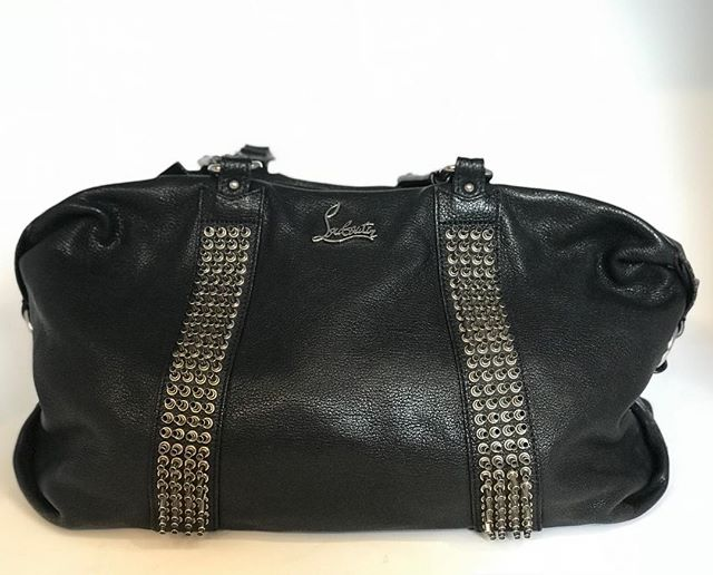 Louboutin black leather handbag - £149  @louboutinworld @fusspottsoxted #fashion #designer #style #louboutin #louboutinhandbag #nearlynew #preloved #forsale #boutique #fusspotts #handbag #handbagporn #blackhandbag #red #stud #handbagaddict