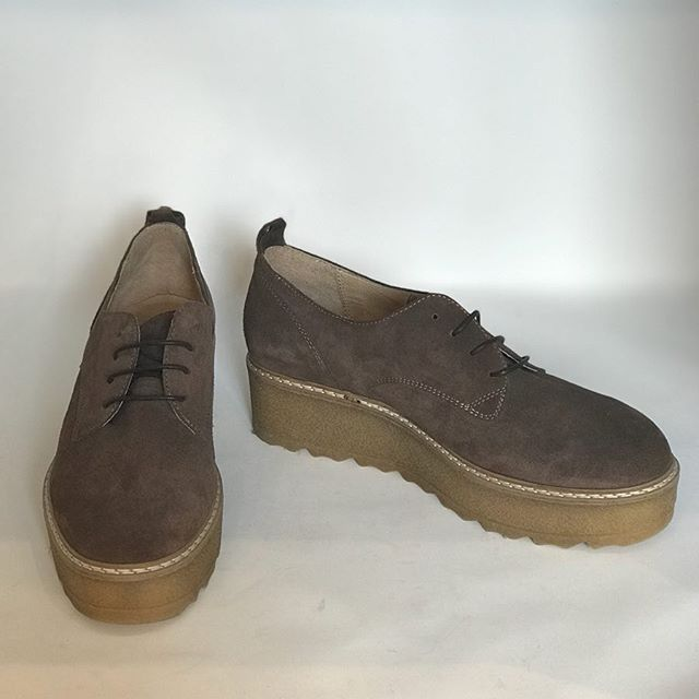 Russell & Bromley brown suede chunky sole shoes. Ideal for the upcoming autumn/winter. Size 41, £69  @randbprgirl @fusspottsoxted #fashion #designer #style #designershoes #russellandbromley #nearlynew #preloved #forsale #autumn #autumnwinter #winter #suedeshoes #shoeporn #shoegasm #shoesaddict #shopaholic #getthembeforetheyaregone