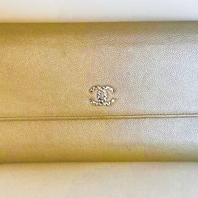 Boxed and authenticity card comes with this beautiful preloved Chanel purse. If you want it call the shop now £199 - 01883 71704 - @chanelofficial #chanel #purse #bag #wallet #designer #preloved #designernearlynew #love #cream #leather #shopping #onlineshopping