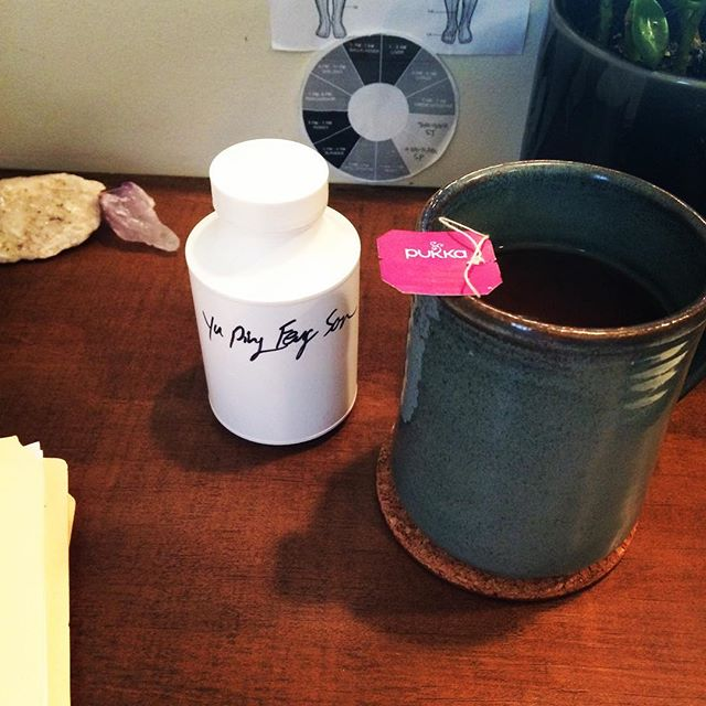 🌿 The best medicine is preventative medicine 🍂 If you are a human living in Los Angeles you know that everyone has been getting a cold or flu. Pathogens love to sneak in our bodies when we are tired and run down. Currently enjoying elderberry and echinacea tea with a classic formula to help fortify what is poetically referred to as a jade windscreen. This combo activates my immune system internally while boosting by defensive Qi and expelling any external buggers trying to ruin my week. #herbalmedicine #tcm #acupuncture #coldremedies