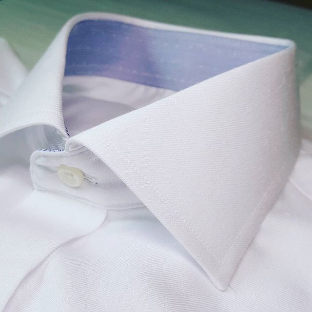 A nice subtle print of white on white. Can you spot it? For the very best white shirts with that subtle difference, see #kingandrooksuits .  #kingandrooksuits #madetomeasure #customsuits #fullcanvas #weddingshirt #notyouraveragewhiteshirt #torontomenfashion #mensfashion #forthegroom #torontowedding #custommade #dressshirts #whiteonwhite #tailoringtoronto #blogto #freshwhiteshirt #torontoshirt