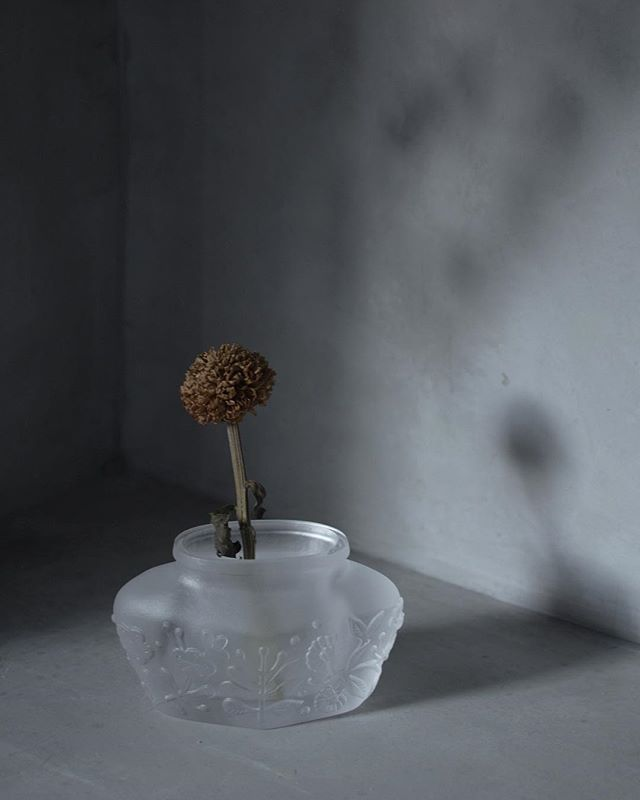 Shadow in the corner.  #tuiglass  #castglass  #productdesign  #flowervase #forhome