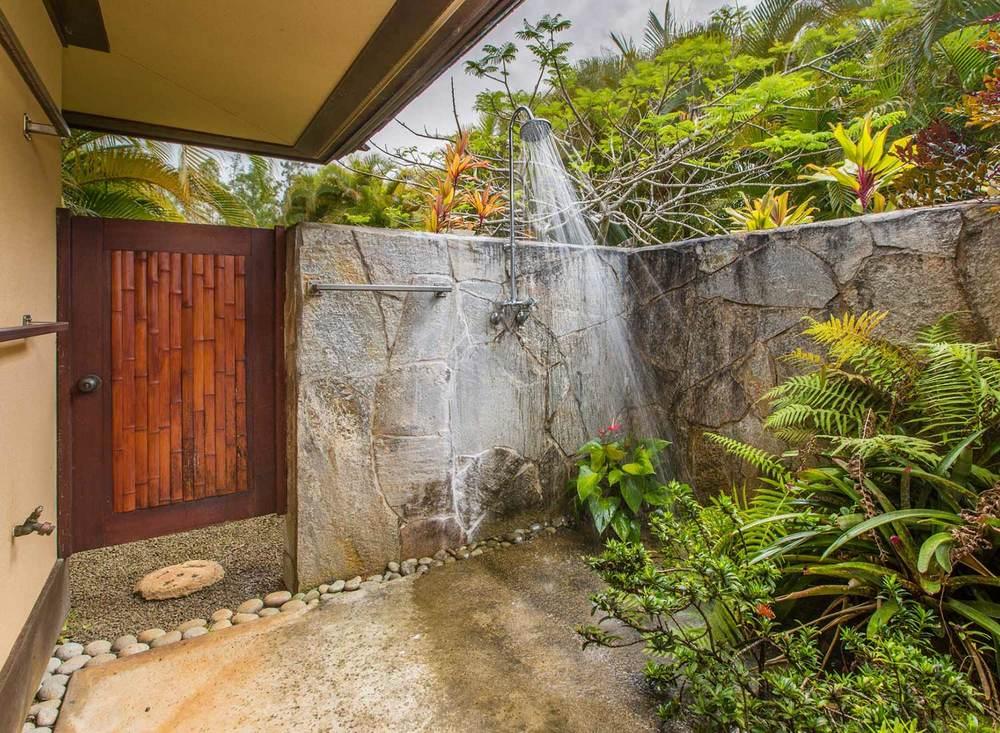 8.-Outdoor-Shower-1.jpg_1800x1200_2288295.jpg
