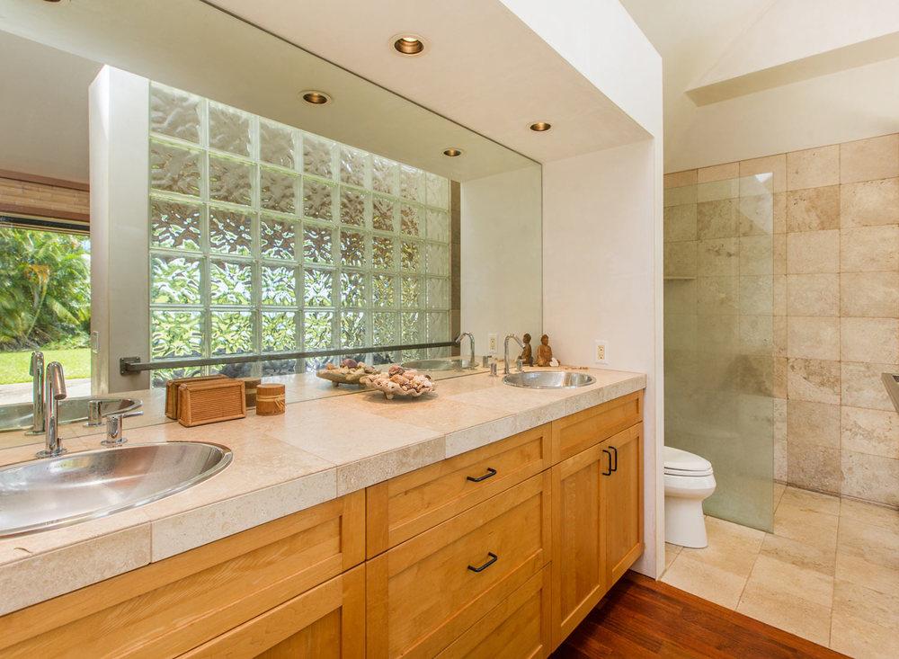 7.-Bathroom.jpg_1800x1200_2288245.jpg