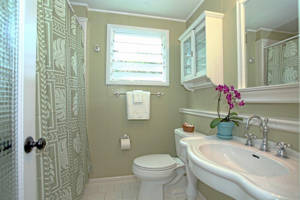 013_Bathroom.jpg